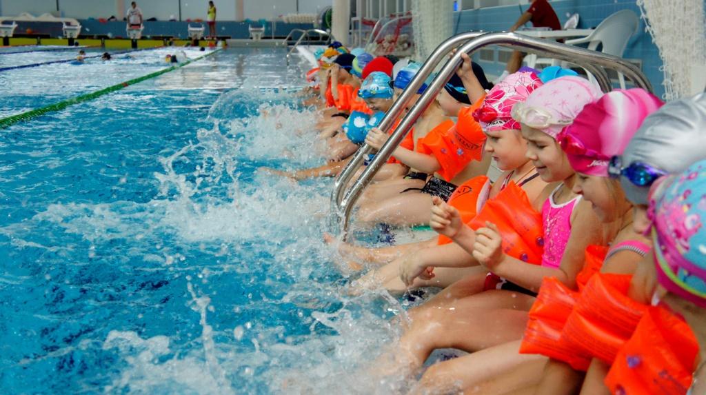 Водный стадион Динамо Список секций  3954 jpg малыши плавание 4013 jpg